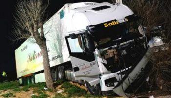 Dos camioneros heridos tras un choque entre Villena y Caudete