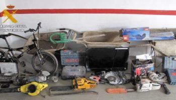 La Guardia Civil ha detenido a tres vecinos de Almansa como presuntos autores de robos en viviendas de Caudete