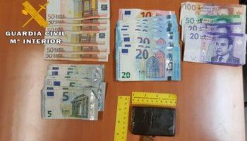 Dos detenidos en Caudete que transportaban en un vehículo 109 gramos de hachís