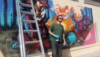 El artista caudetano Dyox realizó un nuevo mural en el Colegio 'El Paseo'