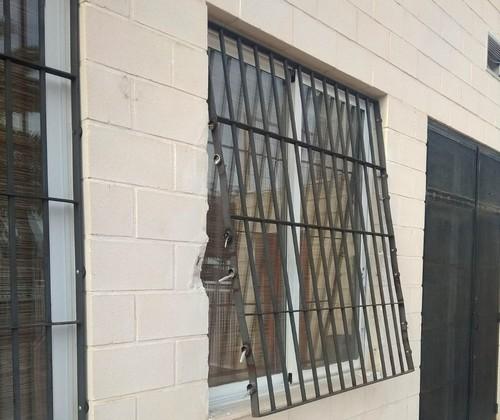 Hace unos d as entraron a robar en el bar de la piscina for Piscina municipal albacete