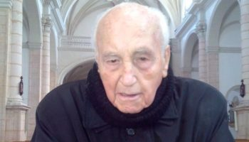 El sacerdote Antonio Pascual celebra este domingo sus 100 años