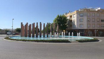 El Ayuntamiento pone en marcha la fuente de la Avenida de Villena, parada durante años
