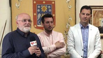 El Gobierno regional se ha comprometido a apoyar que las Fiestas de Moros y Cristianos de Caudete sean declaradas de Interés Turístico Nacional