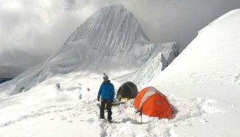 Sergio Medina hace cumbre en el Alpamayo a 25 grados bajo cero