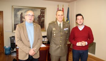 El Subdelegado de Defensa, José Ramón de Cea, visita Caudete para informar sobre las actividades que desarrollan en la provincia