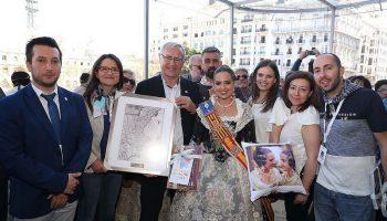 El Alcalde de Valencia, Joan Ribó, y la Junta Central Fallera, han recibido al alcalde de Caudete, a la Reina de Fiestas y a la Asociación Valencianista