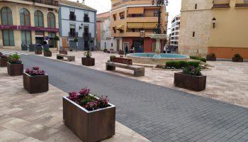 Un vertido de aceite obliga al Ayuntamiento a cerrar al tráfico la Plaza del Carmen durante unos días