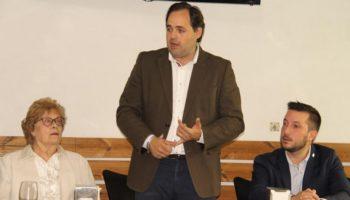 Paco Núñez, candidato a la presidencia de Castilla La Mancha por el PP, mantuvo un encuentro ayer con los colectivos sociosanitarios de Caudete