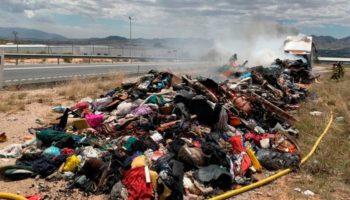 Arde la carga de un camión en la N-344, entre Yecla y Caudete