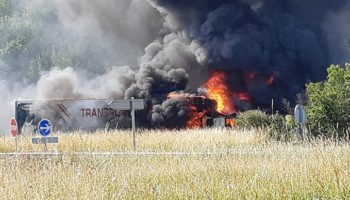 Un camión de Transportes Caudete se ha visto involucrado en un accidente, donde ha fallecido una persona y dos han resultado heridas