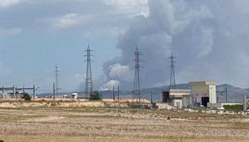 Un importante incendio forestal en Beneixama se acerca al término de Caudete