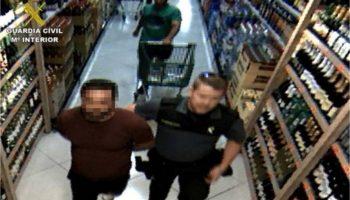 Detenido un hombre que suma siete arrestos en un año por 47 hurtos a clientes de supermercados en Novelda, Aspe, Almansa y Caudete