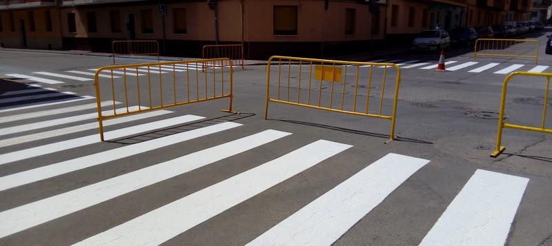 El Ayuntamiento refuerza la señalización horizontal en las calles de Caudete por medio del plan de empleo PEEZRD, Caudete Digital - Noticias y actualidad de Caudete (Albacete)