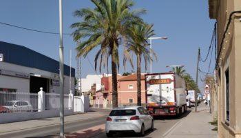 Intenso tráfico en la Avenida de Valencia de Caudete como consecuencia del desvío de la N-344