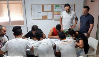 Los menores del centro de acogida 'Alácera' de Caudete asisten a una charla sobre formación e inserción impartida por un directivo de NBN23