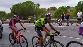 El equipo de Héctor Sáez, el Caja Rural-Seguros RGA, sortea una equipación completa entre sus seguidores