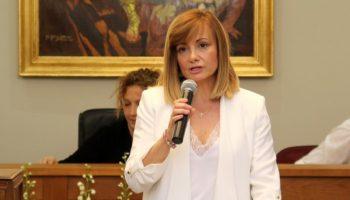 María José Serrano, de CCD, apoya el recurso interpuesto por el PSOE en relación a las indemnizaciones por asistencias a comisiones y plenos