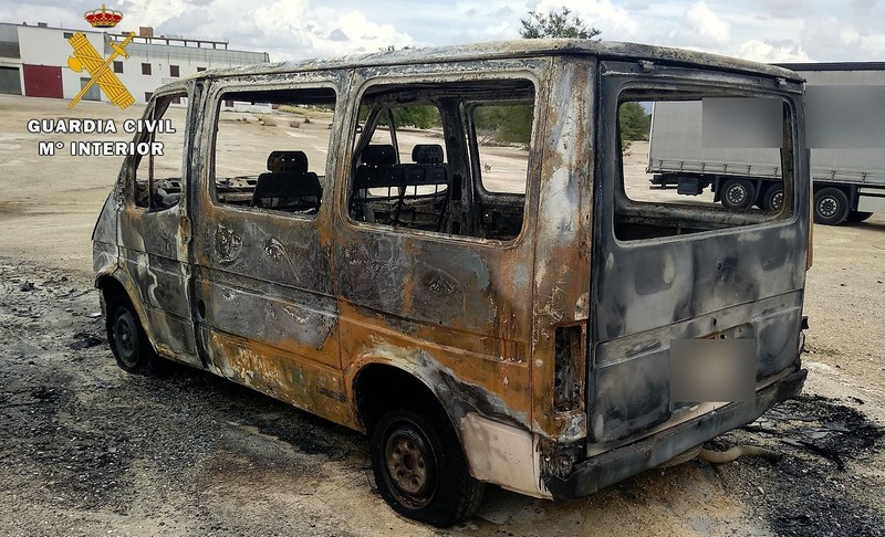 Dos detenidos en Caudete por incendiar un contenedor y una furgoneta