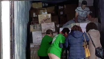 Un contenedor lleno de alimentos y productos de higiene partirá hacia Grecia para ayudar a los refugiados