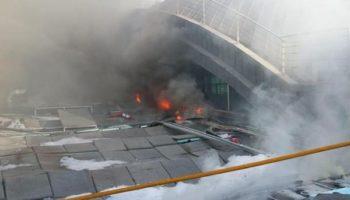 El aeropuerto de Alicante sigue afectado por el incendio que se declaró ayer en sus instalaciones