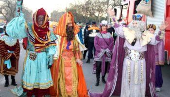 Fotos | Anoche llegaban a Caudete los Reyes Magos de Oriente a bordo de sendos camiones de bomberos