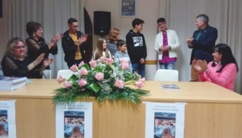 Manuela García dona los beneficios de su nuevo libro a la Asociación Cultural Amigos de la Música de Caudete