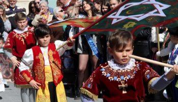 Fotos | Desfile de Volantes de Papel, Ruedo de Banderas y Mascletá Infantiles