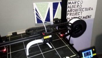 Dos empresas de Caudete están construyendo viseras de protección contra el coronavirus con una impresora 3D