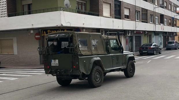 El Ejército patrulla de nuevo las calles de Caudete por el Estado de Alarma