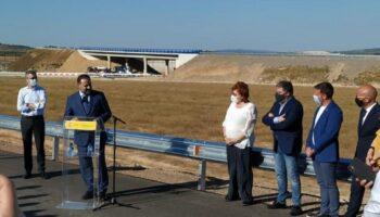 Ábalos inaugura un tramo de autovía en el término de Caudete y no se invita al Ayuntamiento