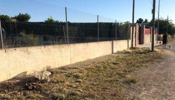 El Ayuntamiento está finalizando el desbroce en el municipio, aunque urge el de las carreteras de Villena y Montealegre, que son responsabilidad de la Diputación