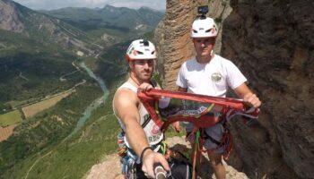 Sergio Medina y Jonás Tecles escalan la mítica cumbre de 'El Puro' en Riglos (Huesca)