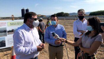 El Conseller de Obras Públicas del Gobierno Valenciano visitó ayer, junto a los alcaldes de Caudete y Villena, las obras realizadas en la CV-809