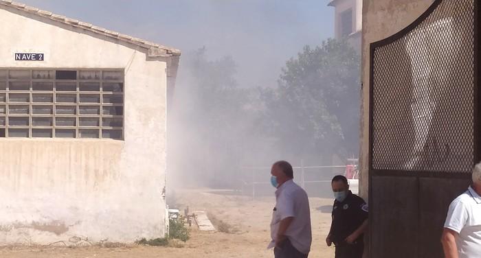 Se ha declarado un pequeño incendio en un almacén de la Avenida de Valencia de Caudete, Caudete Digital - Noticias y actualidad de Caudete (Albacete)