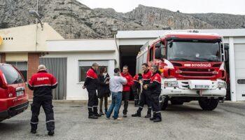 Los enganches ilegales obligan a los Bomberos de Villena a utilizar linternas en el trabajo