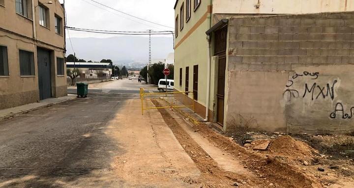 Las recientes obras llevadas a cabo en la red de agua potable consiguen elevar de 1 a 3,5 atmósferas la presión del agua en la calle San Luis y Puertas de Santa Ana, Caudete Digital - Noticias y actualidad de Caudete (Albacete)