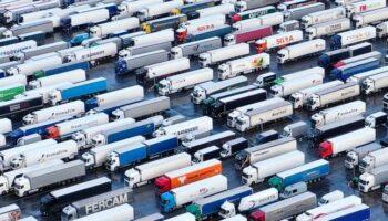 Continúa la pesadilla para miles de camioneros atrapados en Inglaterra