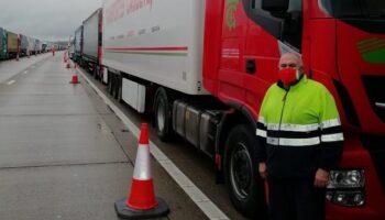 Los camioneros de Caudete retenidos en Inglaterra ya han cruzado el Canal de la Mancha