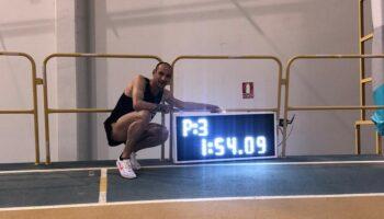 El caudetano Juan Antonio Gil bate el récord de España de 800 metros en Antequera