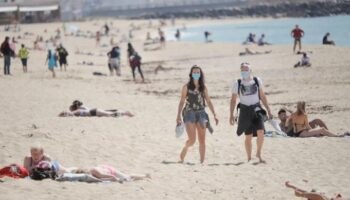 A partir de mañana se endurece el uso de las mascarillas y será obligatoria al aire libre o en la playa