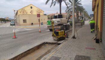 Obras de reparación en algunos puntos dañados de la Avenida de Valencia