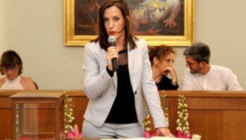 Dimite por motivos personales la concejal Montse Albertos