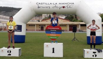 Los atletas de las Escuelas Deportivas Municipales de Caudete consiguen 4 medallas en el Campeonato Regional de Atletismo