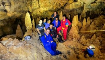 Miembros del Centro Excursionista de Caudete exploraron la excepcional Sima de La Higuera