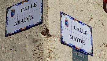 El casco antiguo de Caudete renueva los carteles de sus calles