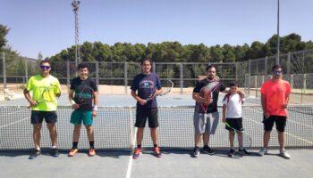 Los tenistas de las Escuelas Municipales de Deportes de Caudete no han dejado de competir este verano
