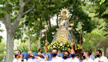 Los caudetanos reciben a su Patrona con el tradicional villancico 'Himno a la Virgen'