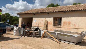 El Ayuntamiento realiza obras de mejora en los albergues de La Toconera y el Granillo