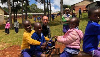 Juan Antonio Gil regresa de Kenia tras recaudar fondos para montar el aula de un colegio llamado Caudete Project 2021